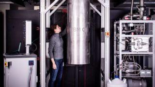 Kvantedatamaskiner har historisk sett vært gigantiske. IBM har tro på at de kan gjøres mye mindre. Og beviset kom tidligere i januar.