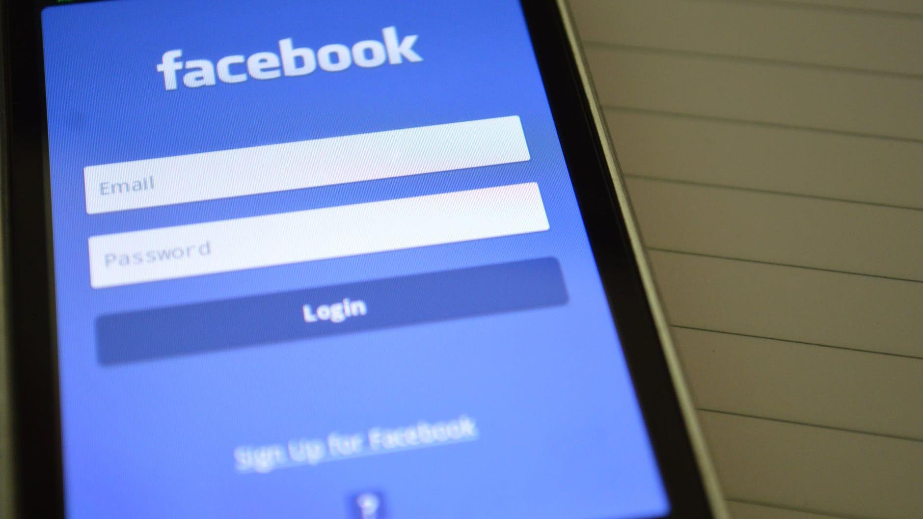 Russland langer ut mot Facebook og Twitter