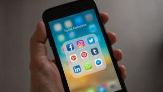 Apple blir saksøkt av en amerikansk advokat som mener seg krenket etter at FaceTime-hullet ble avdekket