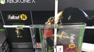 Butikkene sliter med å få solgt unna det nye nyeste Fallout-spillet.