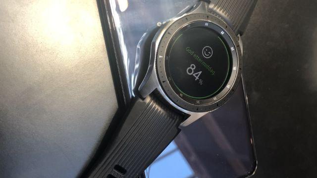 Vi fikk teste PowerShare-funksjonen med en Samsung-smartklokke. Det fungerte slik som forventet.