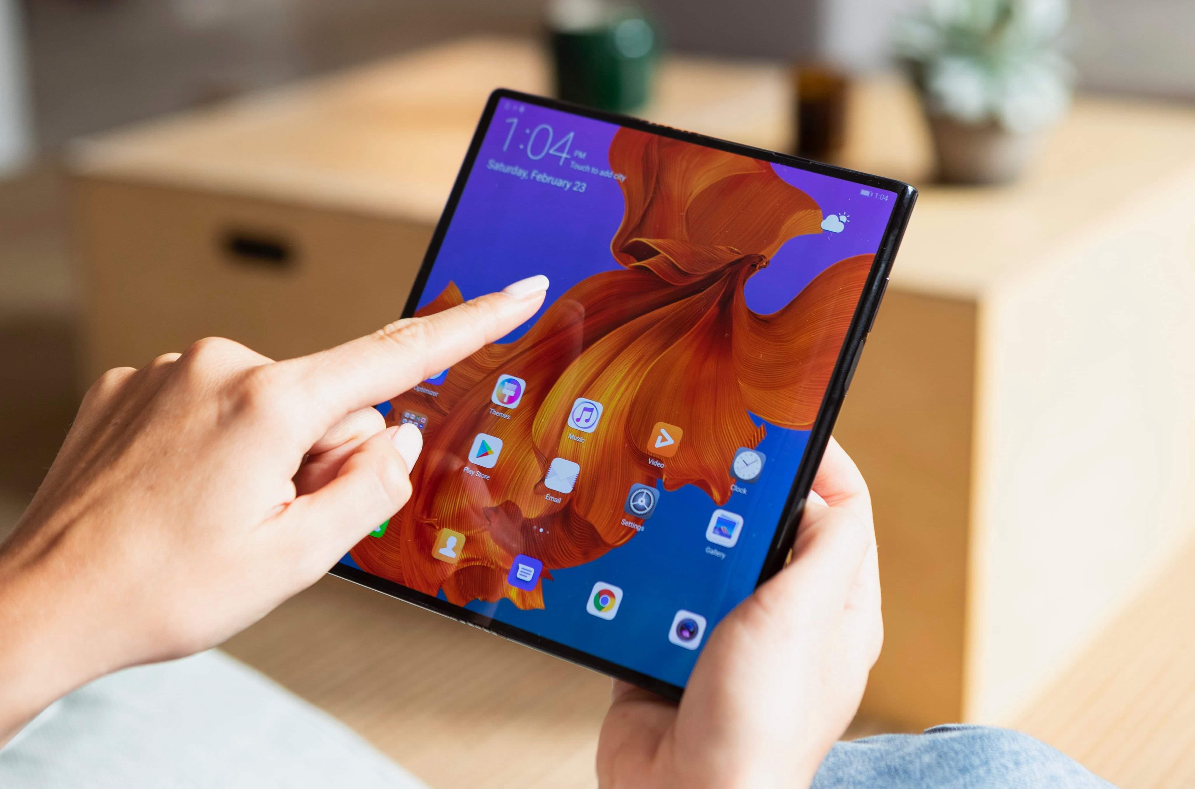 Dette er Huaweis brettbare mobil til 2299 euro - sjekk ut nye MateBook X Pro