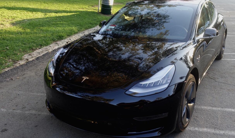 Utgaven med standard batteri er fjernet fra Tesla sin nettside.