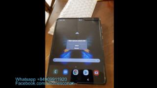 I en tilsynelatende privat video ser man at skjermen på Fold er litt krøllet.