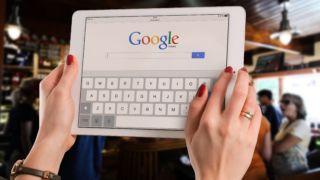 - Brukerne blir manipulert til å godta at Google kan spore dem døgnet rundt