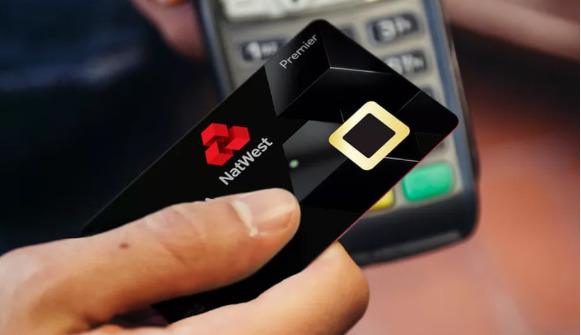En britisk leverandør begynner testingen av nye bankkort i april.