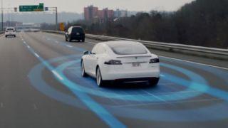 Autpilot på Tesla blir stadig bedre.