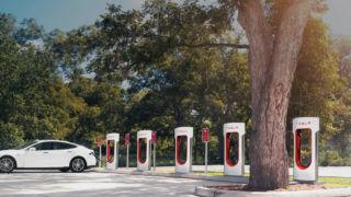 Teslas eksisterende superladere blir kraftigere.