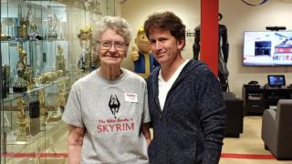 Skyrim-bestemor Shirley Curry får sitt store ønske oppfylt.