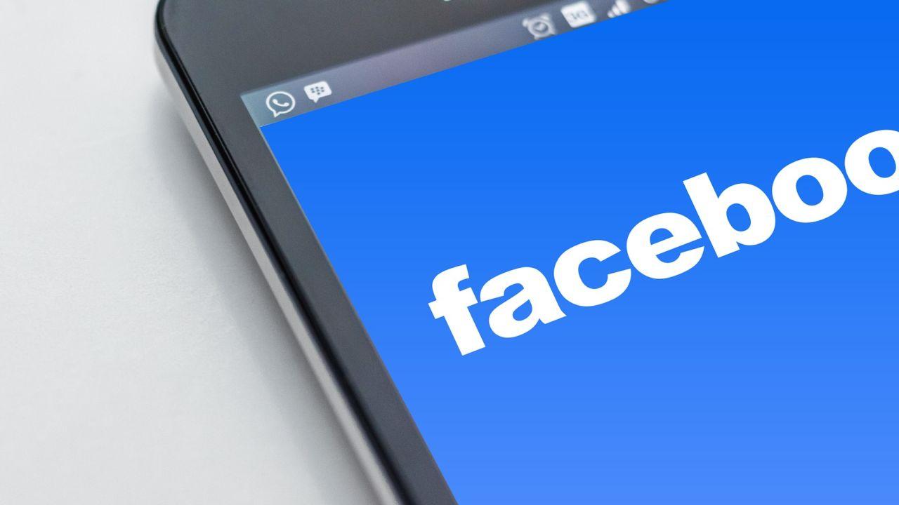 Facebook slår ned på applikasjoner med