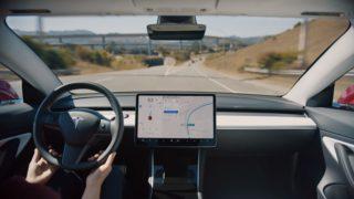 Tesla-kjøretøy med autopilot vil alle ha nytte av en oppdatering for å styre unna plagsomme hull i kjørefeltet.