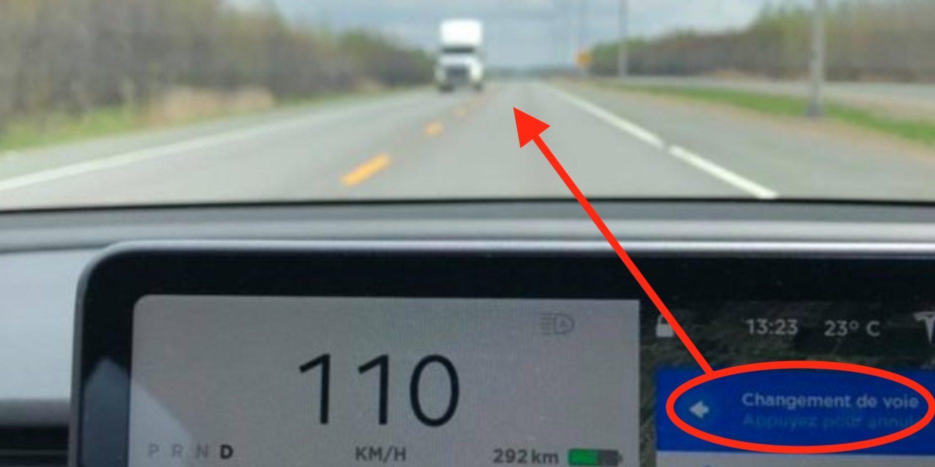 Her foreslår autopilotfunksjon i Tesla å skifte fil til motgående felt
