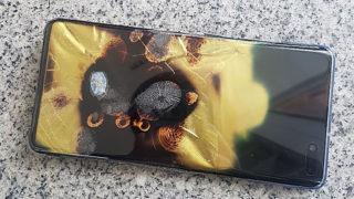 Galaxy S10 5G brant opp - Samsung nekter skyld