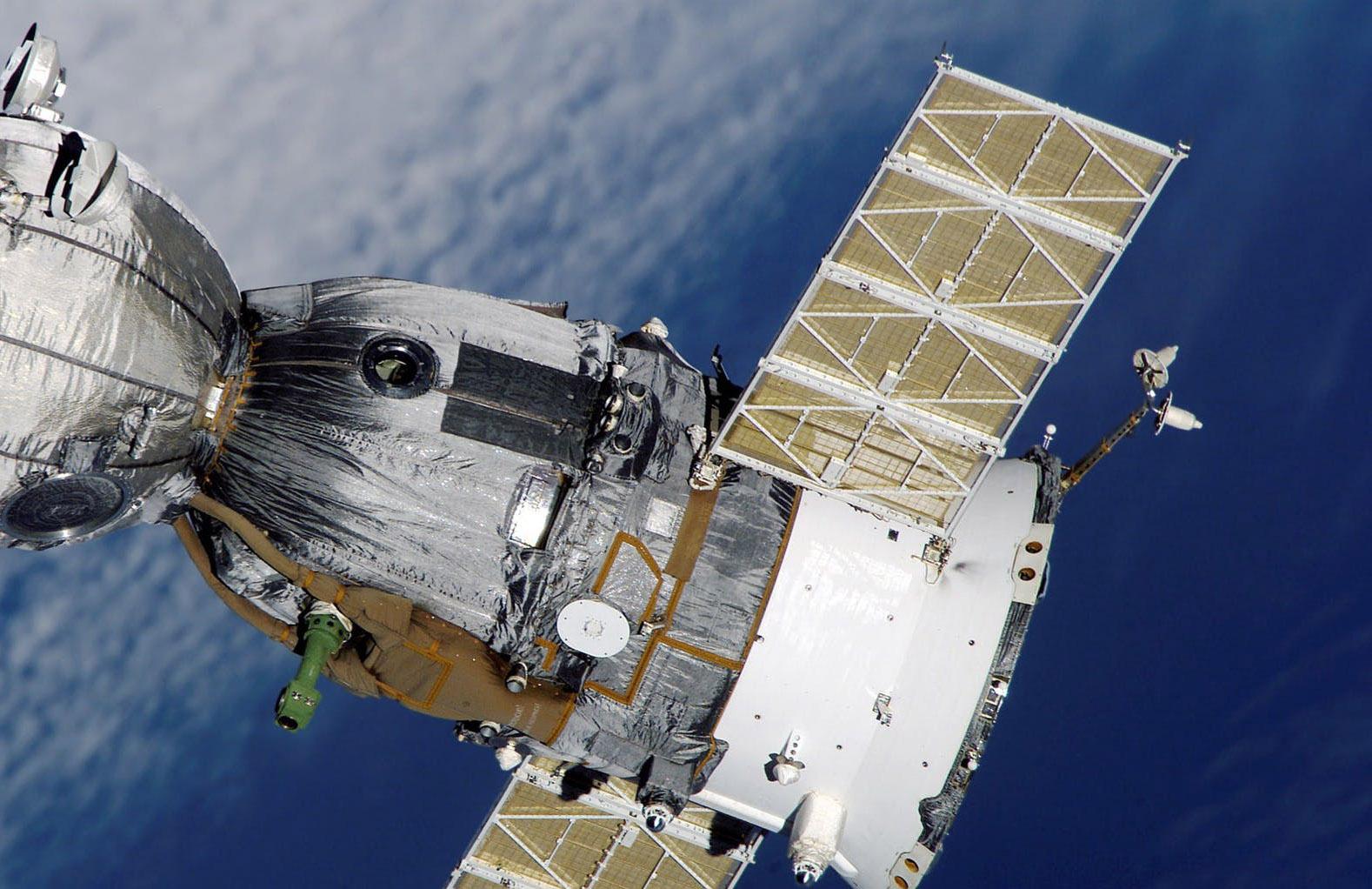 Elon Musk og Starlink vil levere internett fra verdensrommet