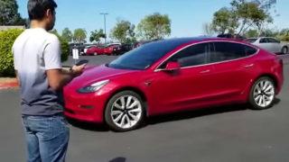 Video: Se Tesla Model 3 hente eieren sin selv