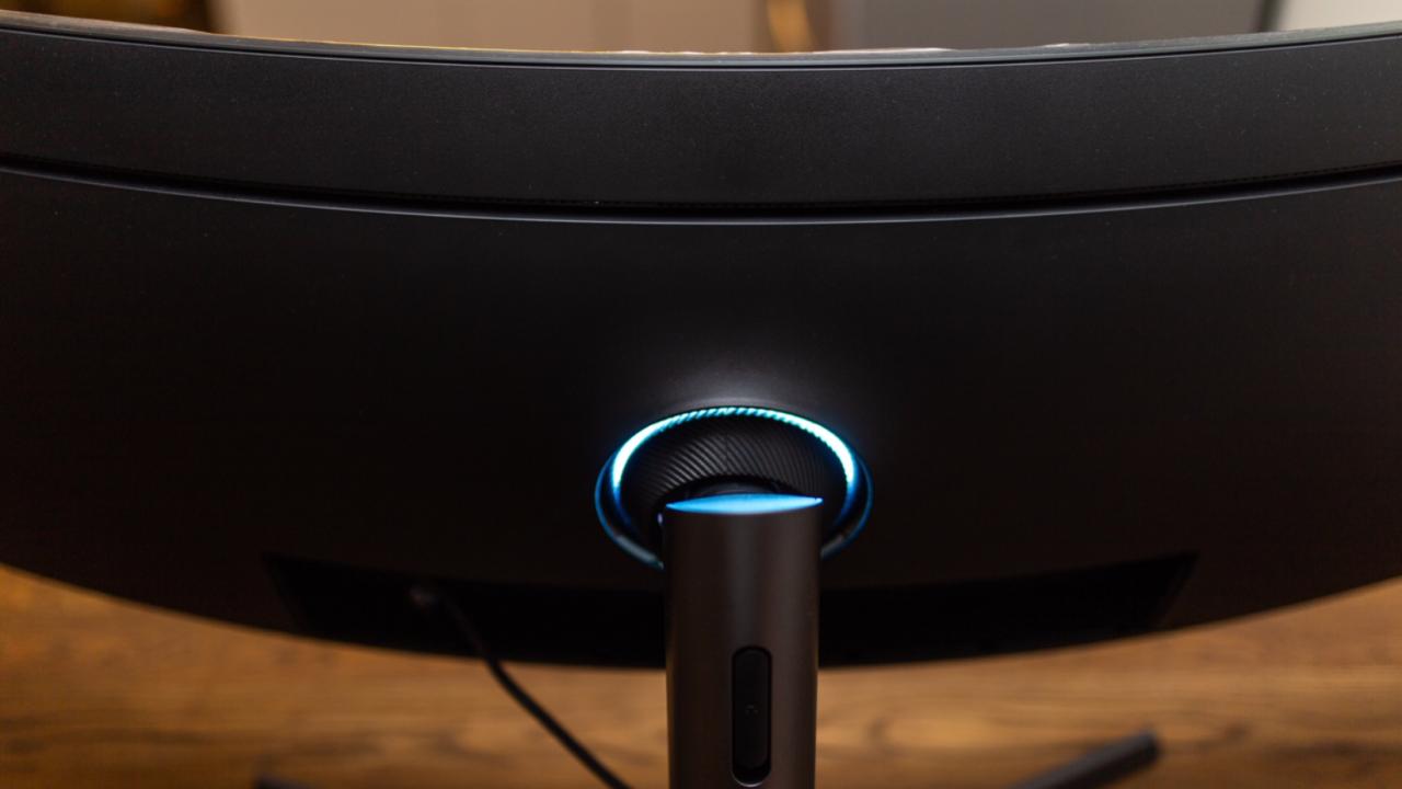 LED-ringen på baksiden er det nærmeste skjermen kommer et gaming-aktig utseende.