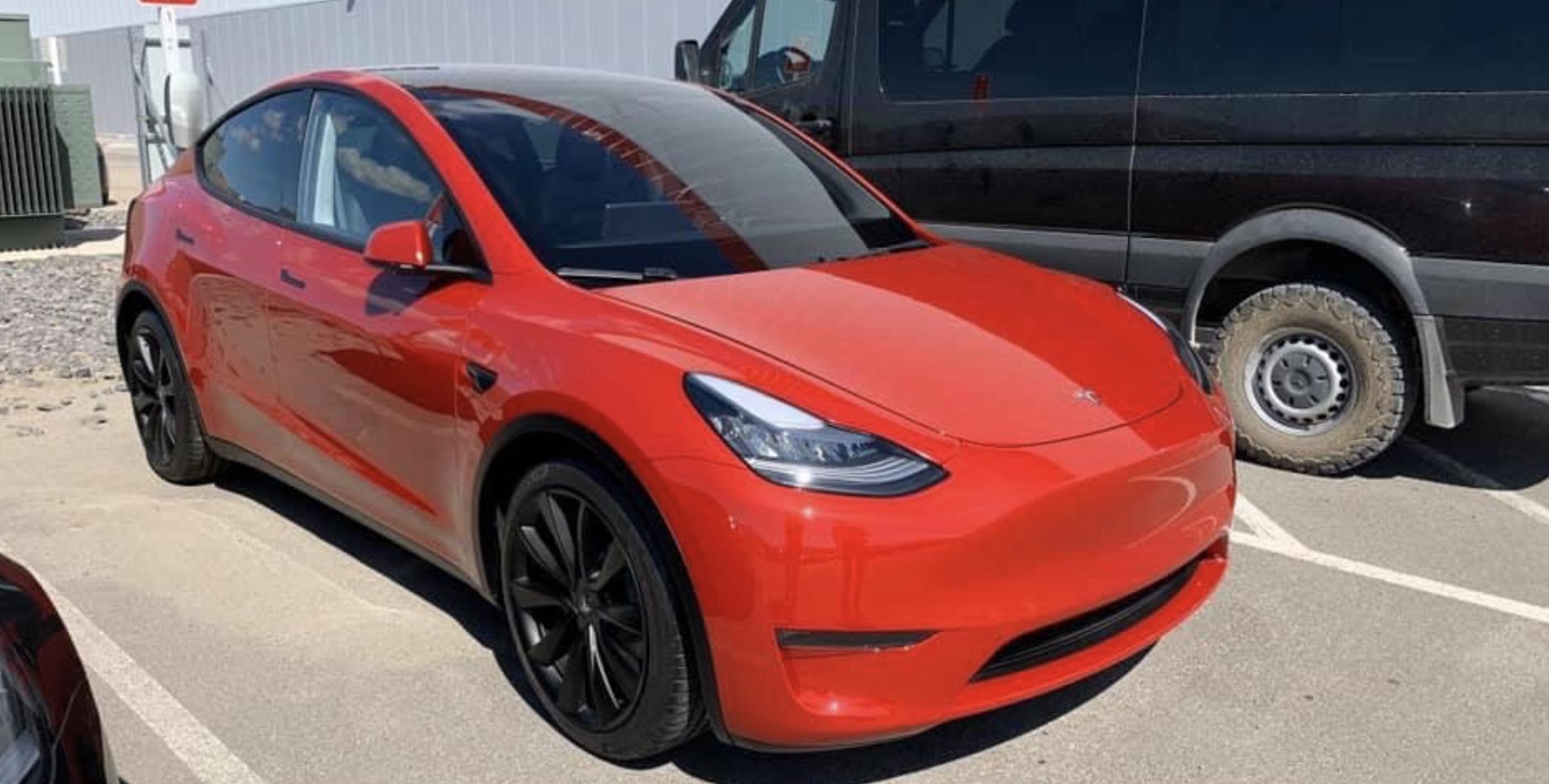 Tesla Model Y rød