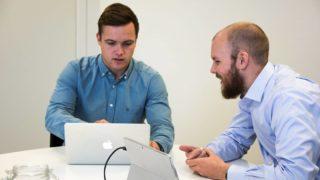 ANNONSE: Utheve sine eksperter på digital markedsføring kombinert med ITavisens store lesermasse, gjør samarbeidet svært kraftfullt, mener ITavisen-eier Trond Bie. Fra venstre: markedsfører Haakon Kvithyll og daglig leder Andreas Nicolai Helmersen i Utheve.