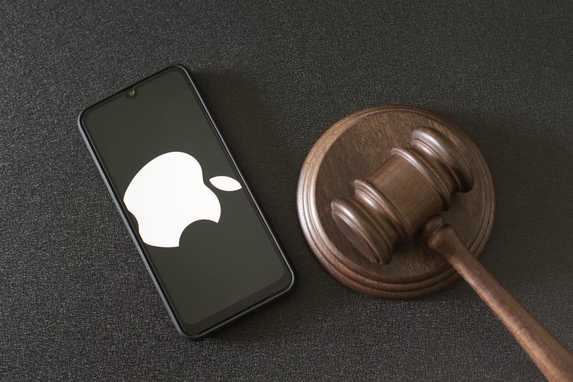 Rettsakene hoper seg opp for teknologiselskapet Apple, nå er det forbrukere i Storbrittania som føler seg forsmådd.