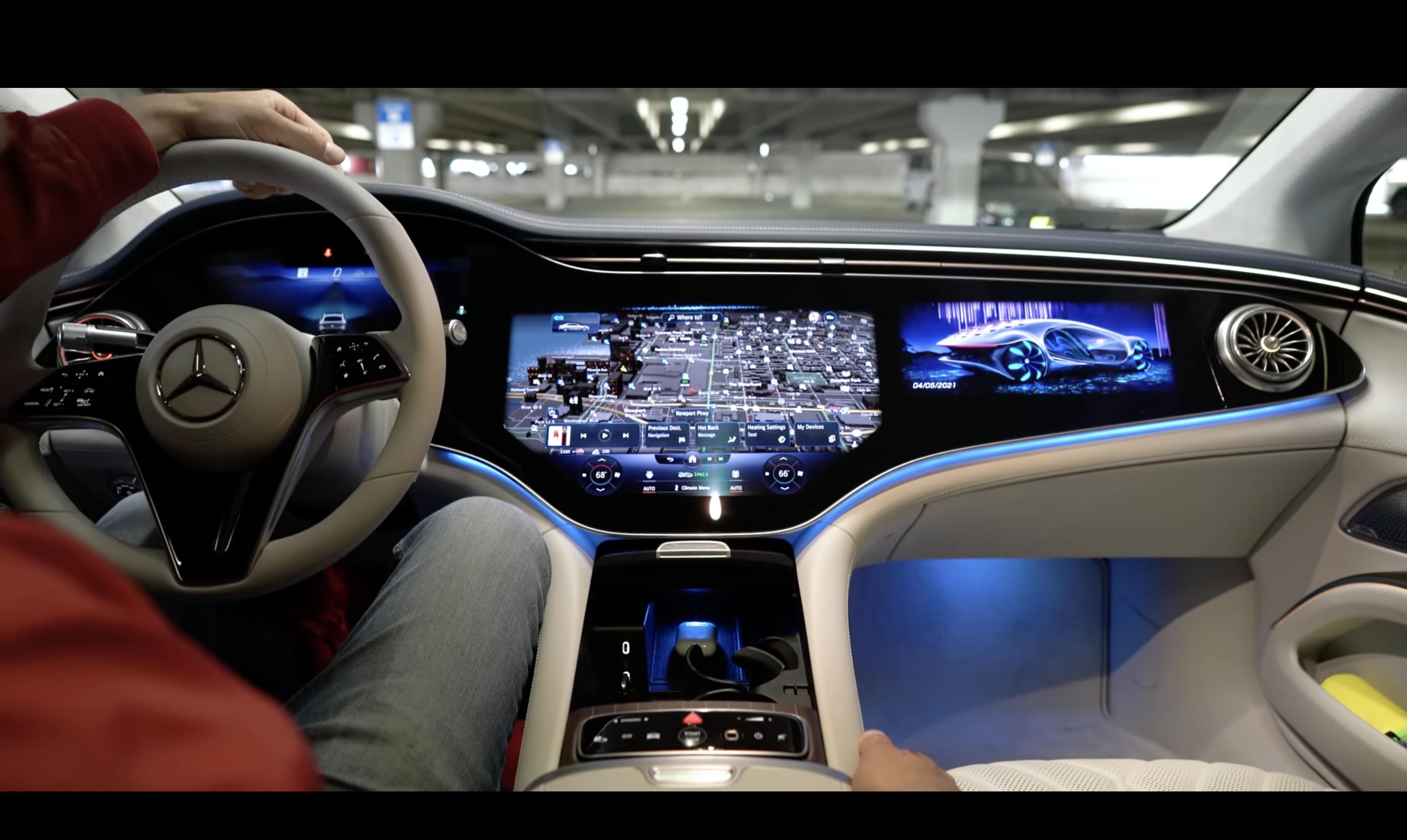 Innsiden av Mercedes Benz EQS 2022.