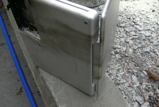 Sølve Skredes Powerbook vil neppe kunne brukes igjen. Den er nå sendt til Apples laboratorium i Irland fot teknisk undersøkelse.