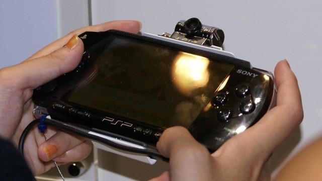Sony håper at priskuttet sammen med nye spennende titler vil øke PSP-salget.