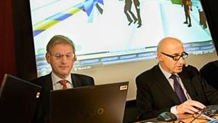 Fra den virtuelle åpningen av Sveriges virtuelle ambassade i Second Life. Nå må den høyst virkelige IT-sjefen gå.