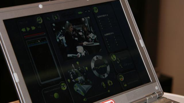 <b>KONTROLLPANEL:</B> Spykee kan kontrolleres fra PC-en, uansett hvor du er i verden.