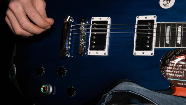 <b>MESTERBRYTER: </b> Den lysende bryteren sørger for at du aldri trenger å stemme gitaren mer.
