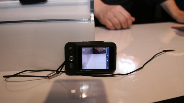 <b>KOMPAKT: </b>Telefonen er kompakt i uttrykket, men kommer likevel med blant annet 2 megapiksel kamera.