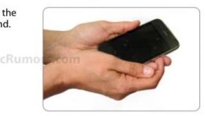 5. La kunden få mulighet til å oppleve mobilen i hånda. Det er noe skremmende  fanatisk over det hele. Bare legg merke til hvordan mobilen holdes.
