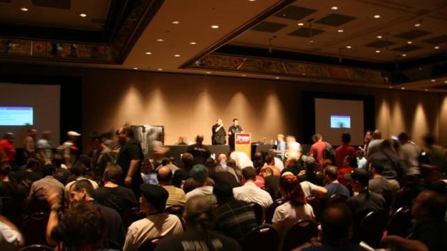 Mange møtte opp for å høre på foredraget til Tom Stracener og Robert Hansen.
