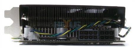 Sapphire Radeon HD 4890 Atomic krever litt mer strøm enn sine konkurrenter. Her finner vi en stk. åtte pin og en seks pin-tilkobling.