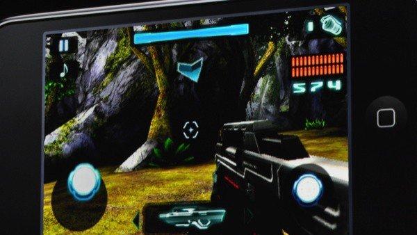 Dette er det nye FPS-spillet Nova fra Gameloft. Svært god grafikk og fin flyt skal vi tro Engadget. Nova vil ha støtte for Bluetooth, WiFi og man kan høre på iPod-samlingen sin samtidig som man spiler.