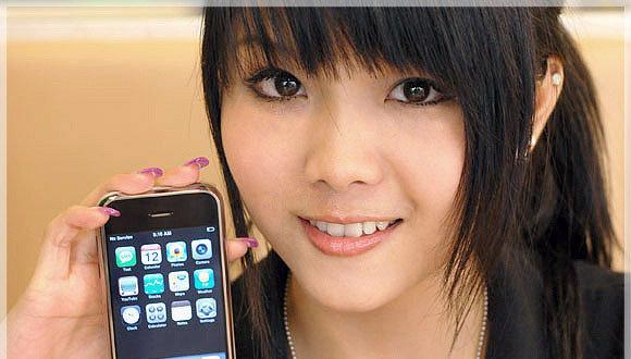 iPhone har endelig kommet til Kina. Men uten WiFi. Her en annonse for «pirat-telefon» MED trådløst nett.