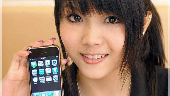 Piratimportører av iPhone annonserer åpent for modeller med WiFi. Det tar trolig knekken på den offisielle versjonen av telefonen, som knapt selger i det hele tatt.