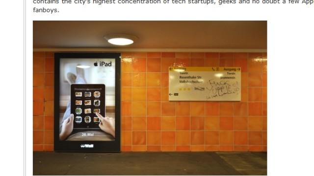 Denne reklamen oppdaget i Berlin er endret til å innholde pornografiske bilder.