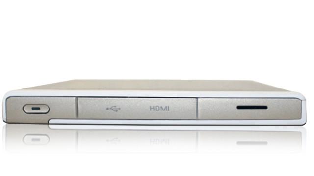 Tableten har HDMI-kontakt på siden.
