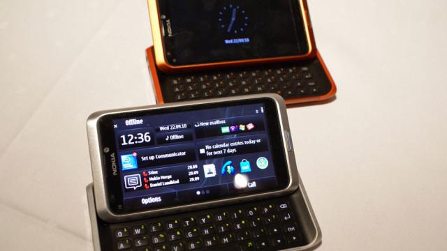 Telefonen har 4 tommers AMOLED-skjerm.