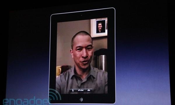 iPad 2 har FaceTime og PhotoBooth. Dette er en demonstrasjon av førstnevnte.