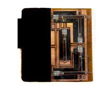 Baksiden av PapaerPhone er full av integrerte kretser og bøye-sensorer.