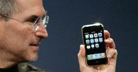 I 2007 introduserte Steve Jobs den første iPhonen og forandret for alltid mobil-bransjen.