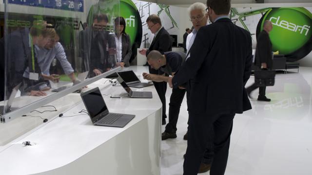 Stor interesse for S3 på IFA-messen her i Berlin. (Foto: Tore Neset)