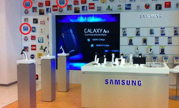 En Samsung butikk brukte/bruker Apples App Store-logo i markedsføringen av sine egne telefoner.