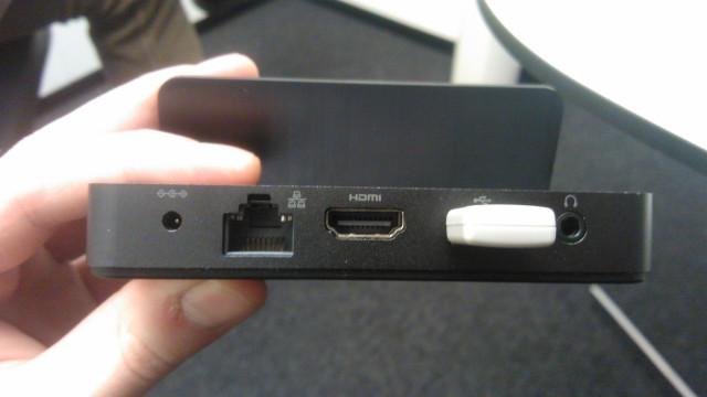 Dock med HDMI og USB for trådløs mus og tastatur.