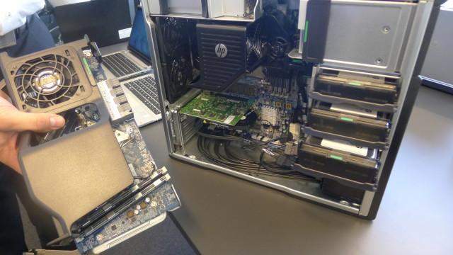 Hva med to Xeon proff-CPUer? Til venstre: ekstra hovedkortet med plass til ekstra CPU og mer minne.