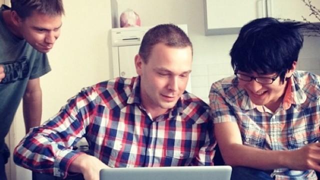 Chronic Dev Team. Fra venstre: @p0sixninja, @pod2g og @planetbeing .