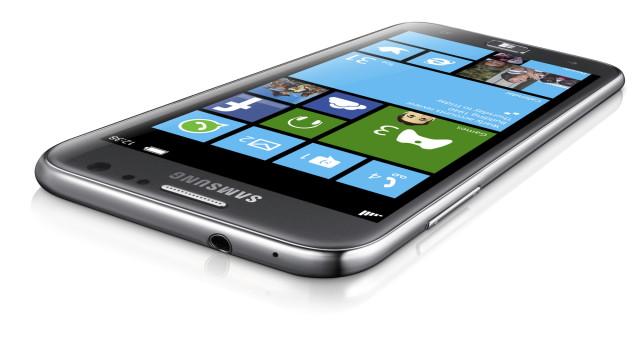 Samsungs første Windows Phone 8-mobil kan risikere å komme likt med eller etter Nokias utgave.