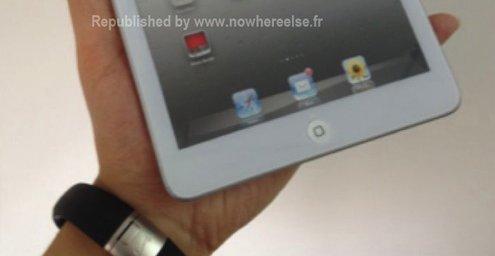 En mockup uten skjerm, men bildet viser hvordan den nye iPaden blir å holde.