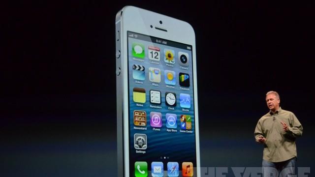 Den kommer også i hvitt, da er den veldig lik iPhone 4 og 4S.